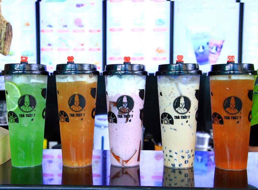 Pha chế trà sữa hiện đại và trà trái cây theo xu hướng thị trường